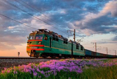 Товарный поезд весна